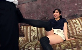 dominant-asian-babe-in-stockings-reveals-her-footjob-skills