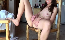 luscious-mature-wife-sends-her-fingers-pleasing-her-snatch